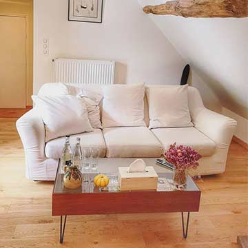 Le canapé de la chambre 1